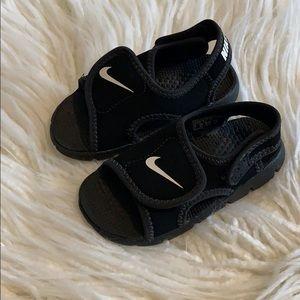 Nike toddler athletic sandals